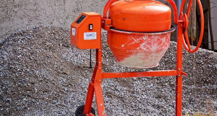 Comment calculer les quantités de ciment, de sable et d'agrégats pour un mélange de béton nominal (1:2:4) ?