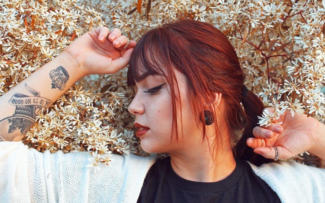 Les meilleures coiffures à frange rideau pour tous les types de cheveux